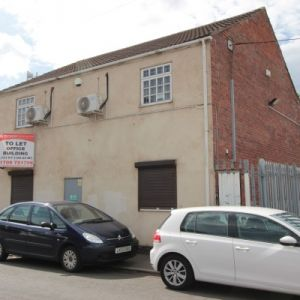 Detached office building to let.