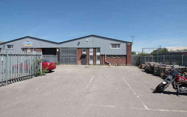 Industrial unit with secure yard.