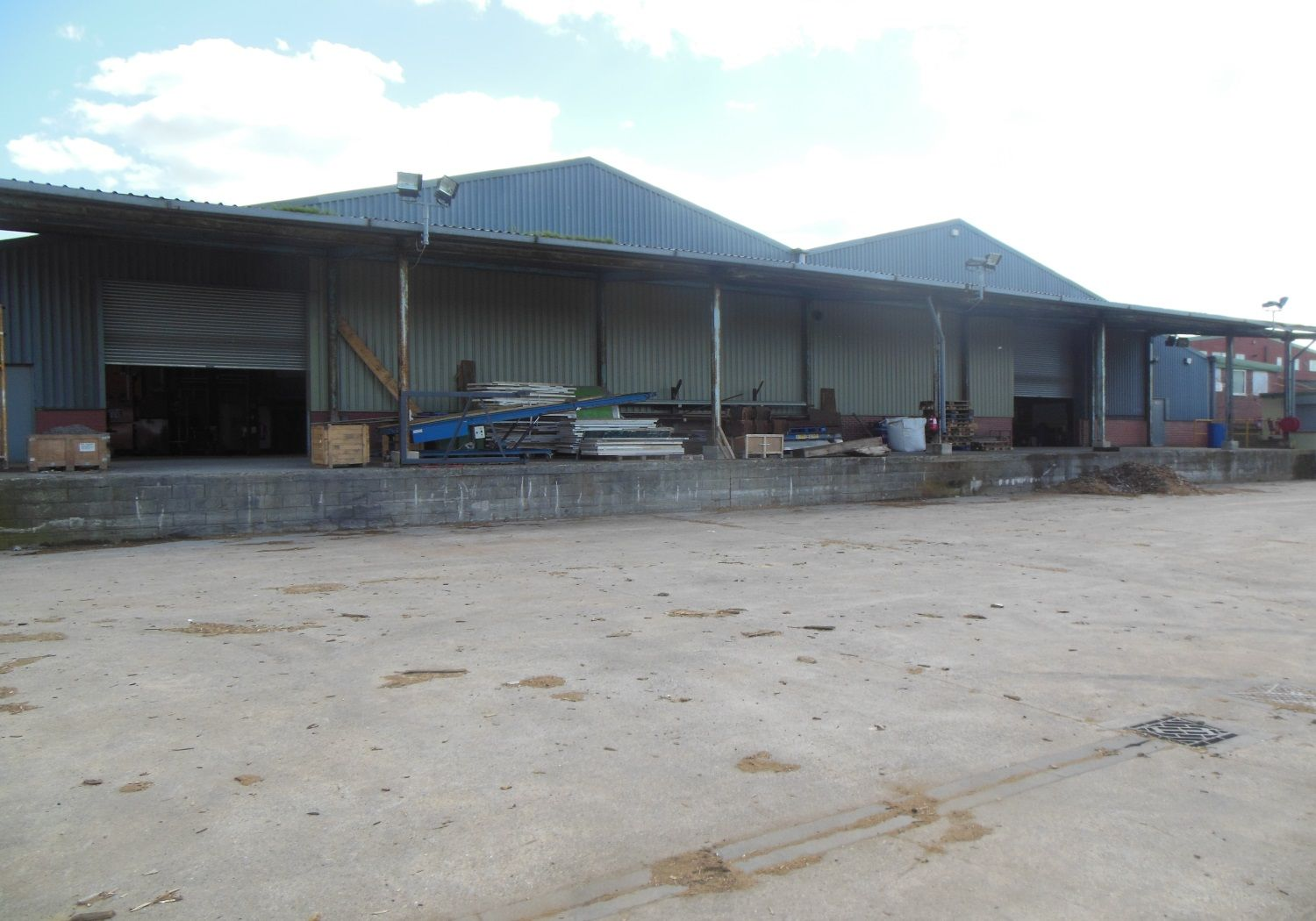 Industrial unit situated within 0.75 acres & offering large yard.