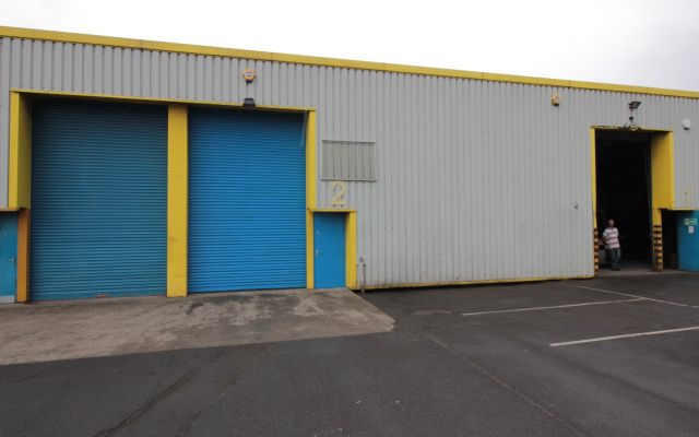 Modern Industrial Unit with 6 parking spaces.