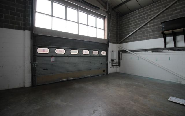 Modern attractive business premises with potential for trade counter uses.