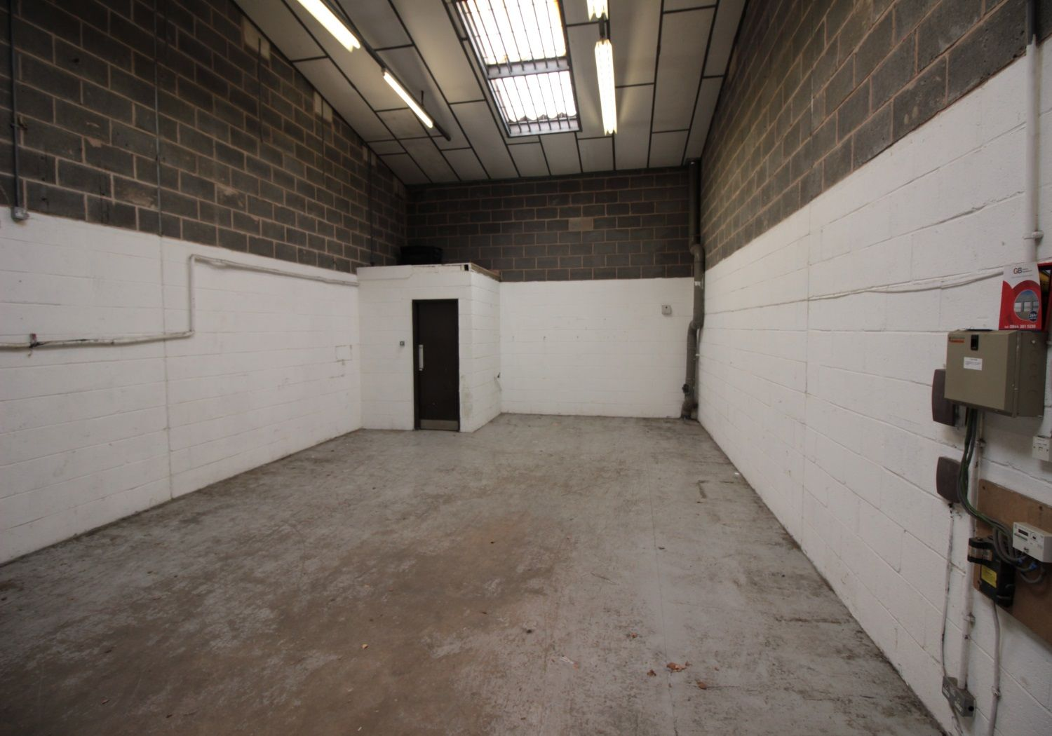 Modern industrial unit within just 0.5 miles of the M1 motorway.