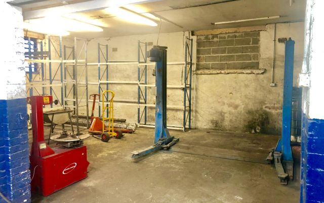 FREEHOLD MOT Testing Station, workshop, showroom and forecourt.