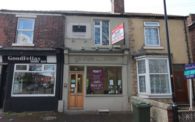 Former Beauty Salon available to let.