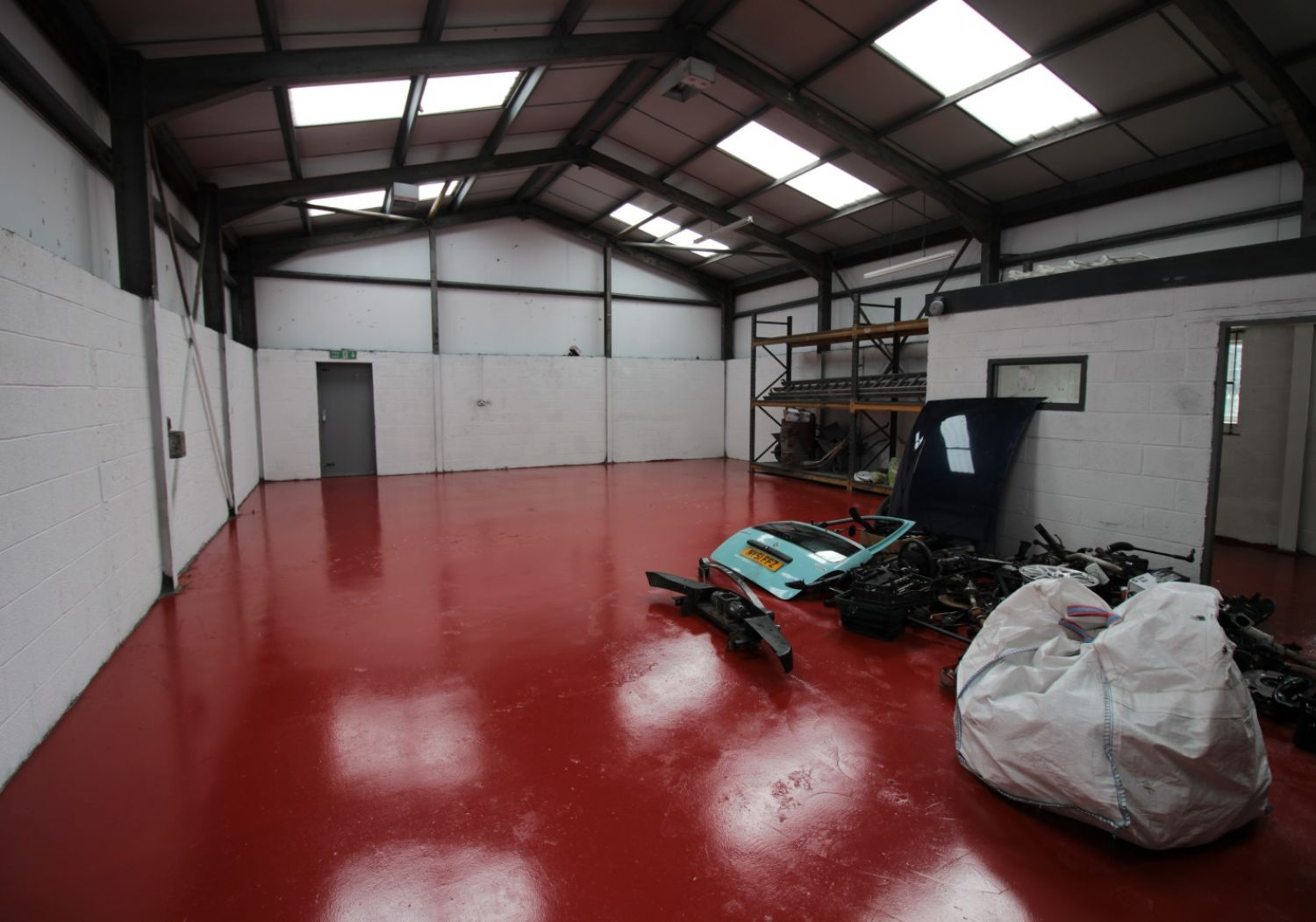 Detached industrial unit to let with large secure yard.