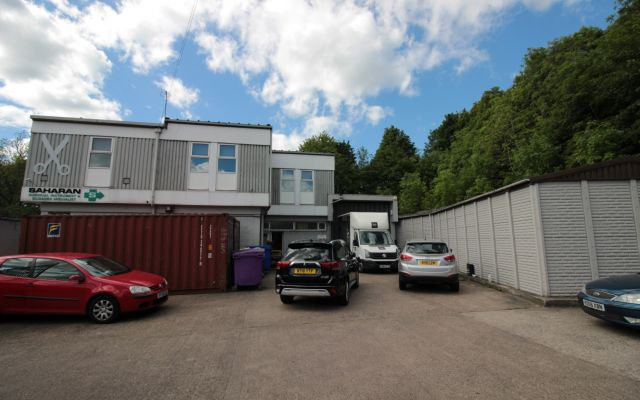 Freehold warehouse & office building within 0.25 miles of J.34 of the M1