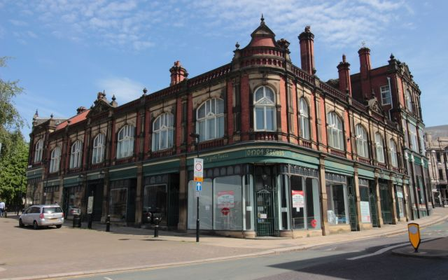 Attractive retail unit within iconic town centre building.