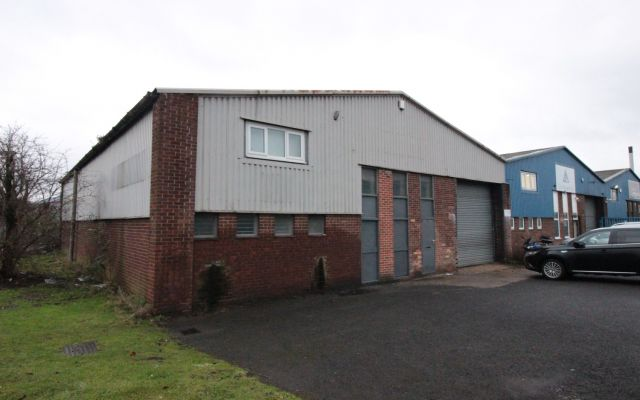 Freehold industrial workshop for sale.