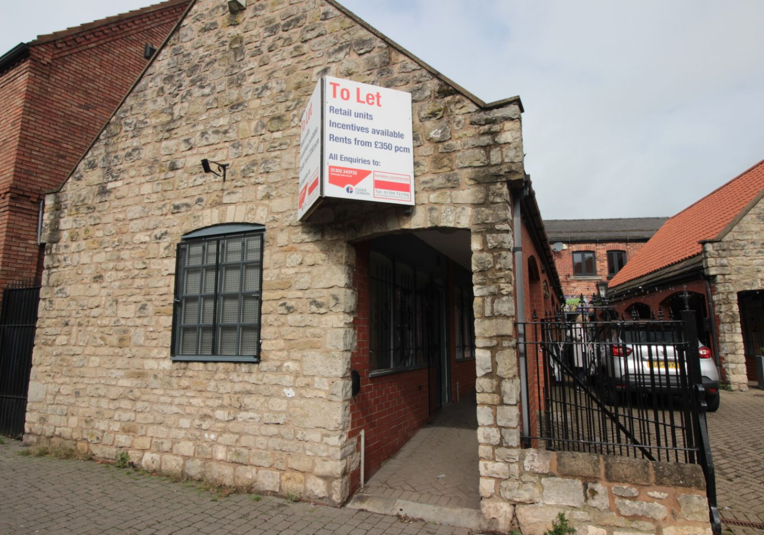 Attractive & modern retail sales unit in the heart of Conisbrough.