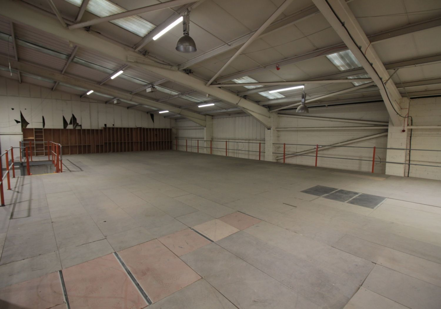 Trade-counter warehouse to let.